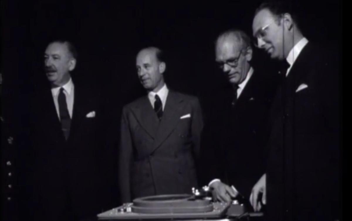 De opening van het Nederlands Radar Proefstation. [Foto: Polygoonjournaal]